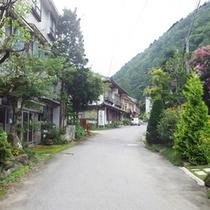*周辺景色/信州の山並みが美しい、静かな場所。昔懐かしい風景にほっと心やすらぐひとときを。