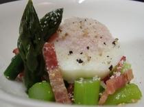 朝食一例「春野菜とポーチエッグ」