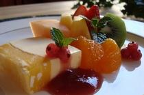 季節のフルーツとアイスクリーム三種(カルーア、パパイヤ、マンゴ)