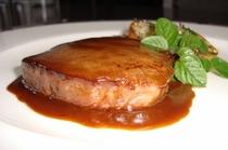 牛フィレ肉のステーキマデラワインソース ポテトソテー添え