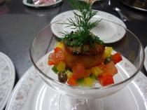 前菜一例「ホタテ貝のソテー 野菜添え」