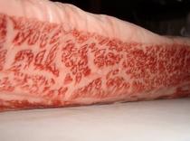 信州蓼科産牛肉 赤身肉と脂肪の濃厚な旨みを煮込み料理に!