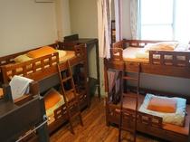 【女性専用ドミトリー】 ・各ベッドにはカーテンとベッドライト有・無線LAN無料接続