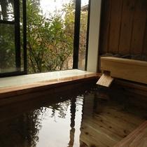 客室付杉風呂とのどかな景色