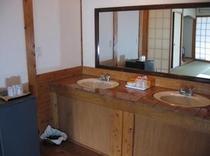 二台並んだ客室付洗面台