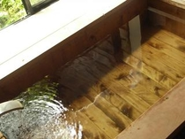 客室付手作りの杉風呂