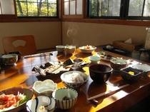 朝食も個室のお食事処にて