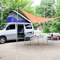*[オートキャンプサイト一例]森の中に大自然を生かした全50区画のサイトがあります。