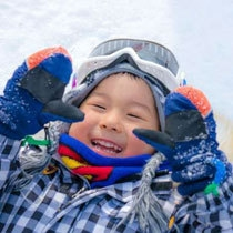 【スノーパーク】雪あそびデビュー!北海道のふかふかの雪に寝転んで♪