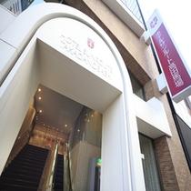 ホテルエントランス(日中)