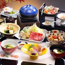 【秋の会席料理】季節の素材をつかった料理が並びます。(一例)