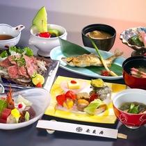【夏の会席料理】季節の素材をつかった料理が並びます(一例)