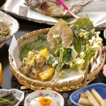 春のつみくさ天ぷら「またたび、メグスリの葉・・・」などなど