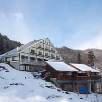 冬の外観お天気の良い日にはキラキラと光る雪景色