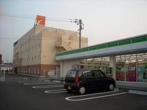 コンビニ ホテルより徒歩2分嬉しい近さ!!