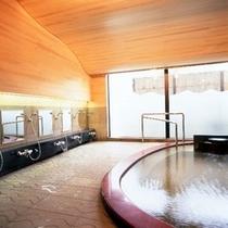 黄金の湯掛け流しの大浴場