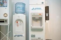 2F自販機コーナーにウォーターサーバー&製氷機を設置