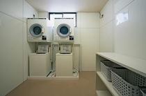 2Fランドリールーム。乾燥機があれば、雨も友達。