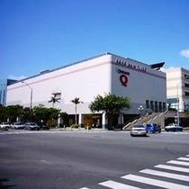 徒歩で行ける大型商業施設★サンエー那覇メインプレイス