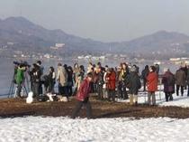 ダイヤモンド富士撮影に集まる人々