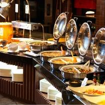 ご夕食:【知床グランドホテル北こぶし】にてブッフェ。洋食も見逃せない。