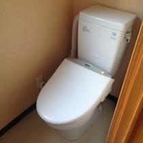 温水シャワー付きトイレ