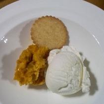 【デザート】かぼちゃとクリームチーズのムース蜂蜜がけとマスカルポーネのアイスクリーム