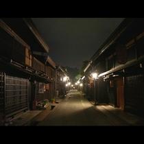 夜の古い町並み