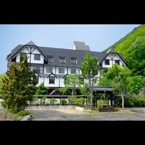 山のホテル全景