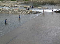 清流での川遊び