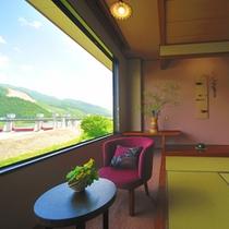 【2014年5月リニューアル】新客室『叶』からみた阿賀野川