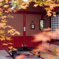 【秋の客室】