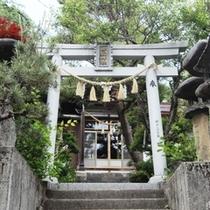 当館入り口(神殿側)