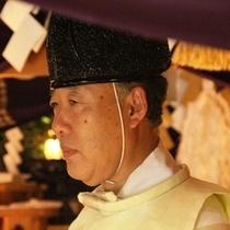 御嶽神社の神主が代々当館の神主を努めています