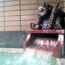 *温泉/村杉温泉は、有数のラヂウム温泉の治療場として、昔から多くの人々が訪れています。