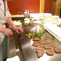 【地産地消バイキング】焼き立てのステーキ