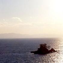 *海から昇る朝日*