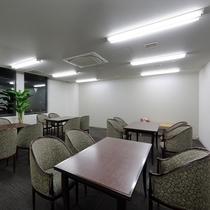 <会議室 菊>セミナー形式で30名様、シアター形式で45名様まで収容可能