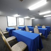 <会議室 桔梗>セミナー形式で30名様、シアター形式で45名様まで収容可能