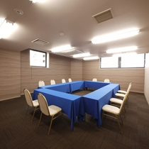 <会議室 華>セミナー形式で30名様、シアター形式で45名様まで収容可能