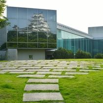 <姫路城 三十六景>兵庫県立歴史博物館と姫路城 ※提供 姫路市