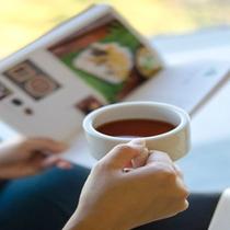 ラウンジで紅茶