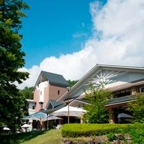 【中庭側から】ホテル風景
