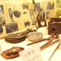 各種武具展示。伊賀流忍者の開祖、百地家よりお借りしている本物です。