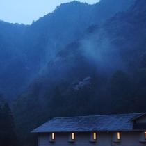 雨あがり、赤目渓谷と靄