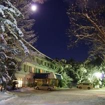 施設全景 冬の夜