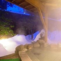 冬の露天風呂(夜)
