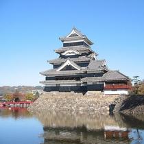◆松本城。秋の様子