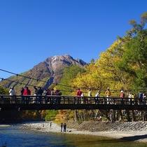 ◆河童橋と上高地の景色。秋の様子