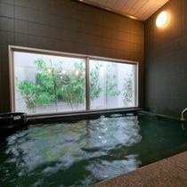 天然温泉浴槽♪駅前宿泊で温泉がご堪能頂けます☆